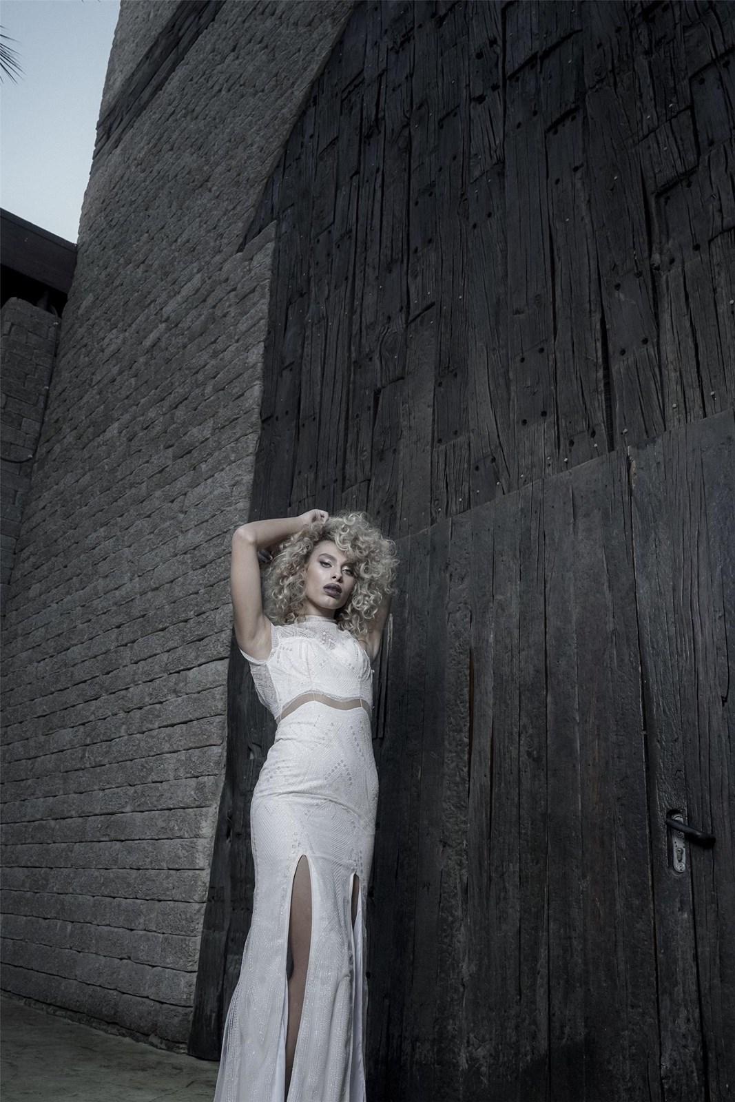 רומי אברג'יל בשמלה של ריקי דלאל (צילום: בן לאון)