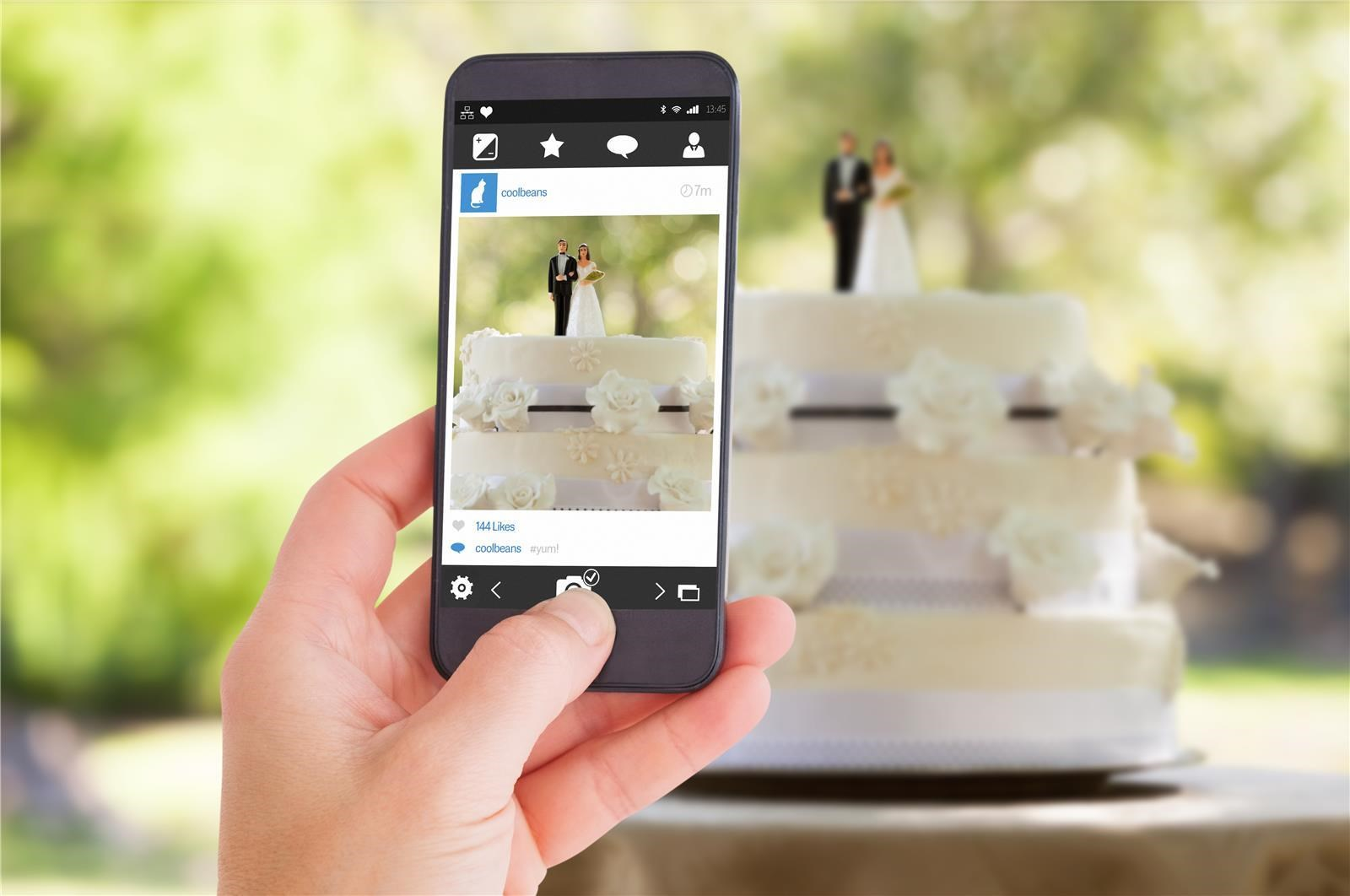 מתחתנים בעזרת האייפון (צילום: Shutterstock)