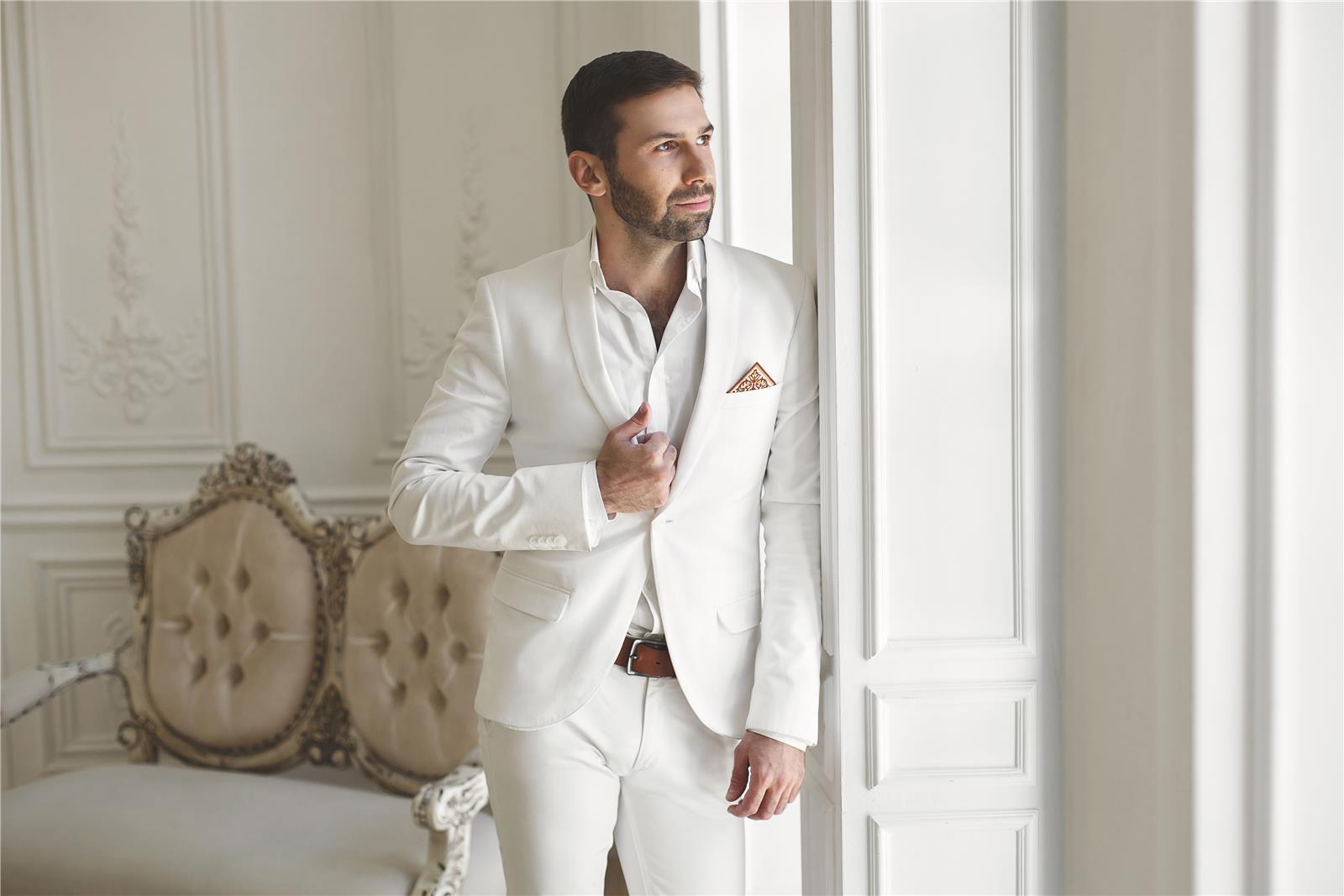 גם החתן יכול ללבוש חליפה בצבע לבן