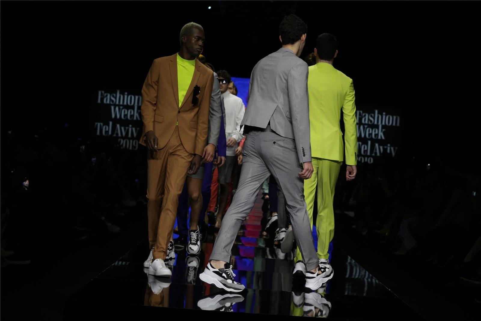 חליפות של באמוס (צילום: אבי ולדמן)