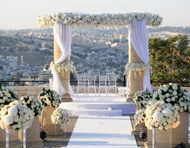 בדרך לחתונה עוצרים בווגאס (או בקפריסין, או בפראג), הטקס