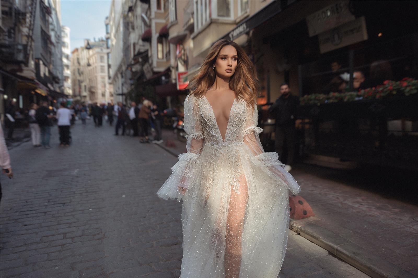 מזרח ומערב: גלאם בבית האופנה לשמלות כלה דימיטריוס, שמלות כלה, 3
