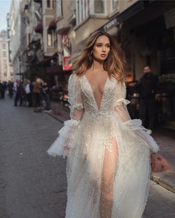 מזרח ומערב: גלאם בבית האופנה לשמלות כלה דימיטריוס
