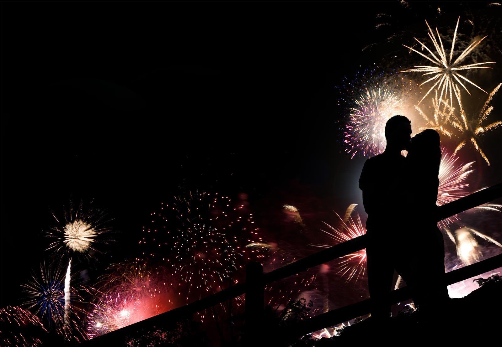 נשיקה בסילבסטר (צילום: Shutterstock)