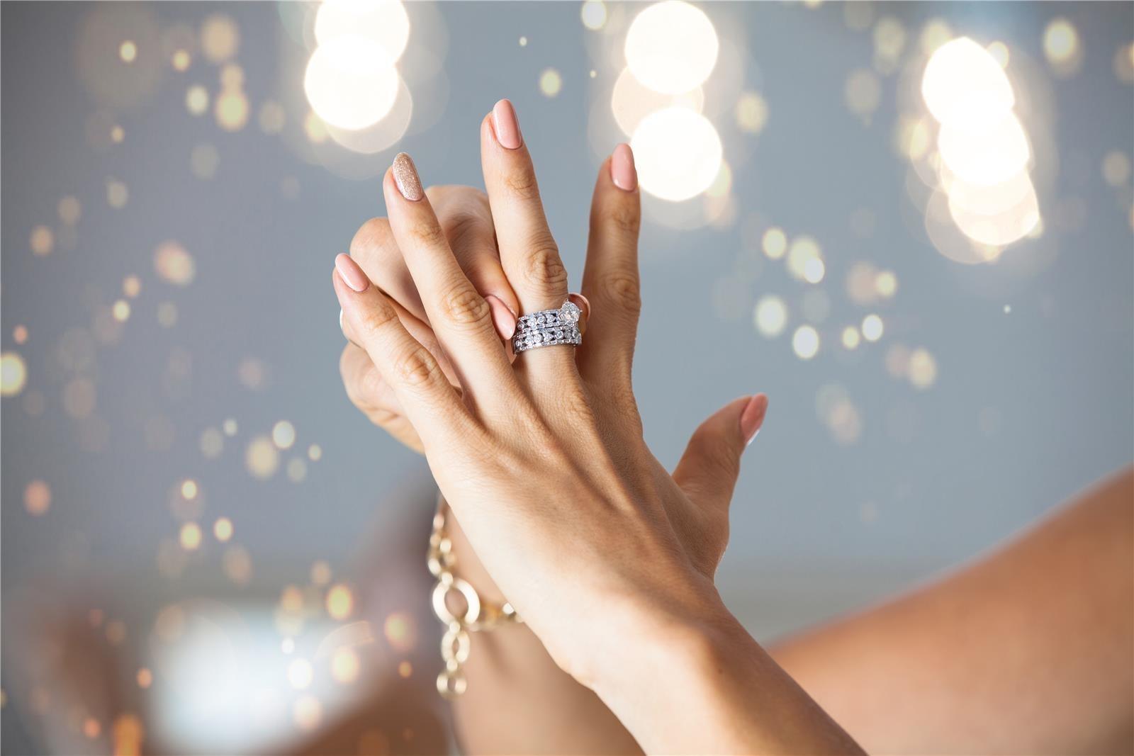 טבעת אירוסים (צילום: Shutterstock)