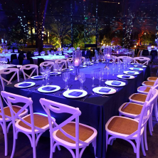 עיצוב שולחן קלאסי כחול