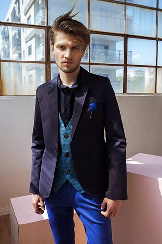 חליפת שלושה חלקים כחולה