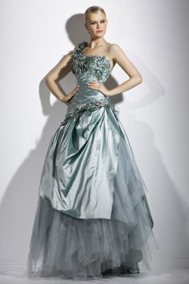 שמלת ערב תכלת נפוחה