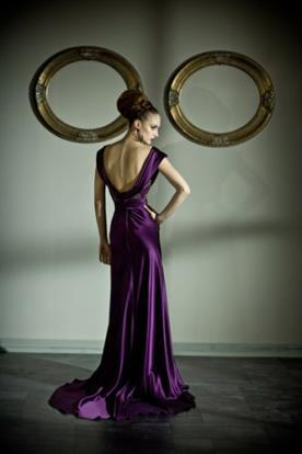 שמלת ערב סגולה נשפכת