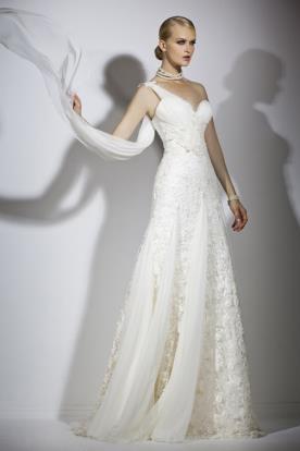 שמלת כלה רומנטית אסימטרית