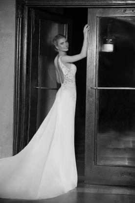 שמלת כלה עם שובל משי וגב תחרה פתוח