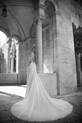 שמלת כלה עם שובל משי רחב