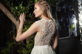 שמלת כלה עם תחרה עבה בטופ