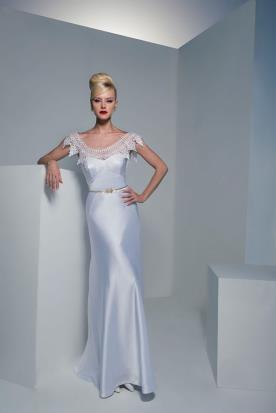 שמלת מקסי לכלה מסאטן בשילו תחרה במפתח הצוואר