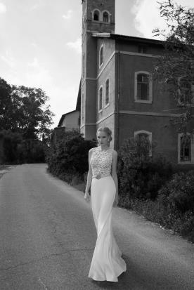 שמלת כלה עם חצאית משי וחגורה