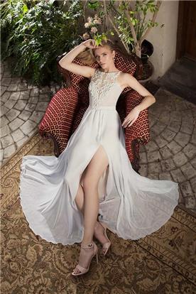 שמלת כלה אלגנטית בשילוב שסע
