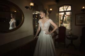 שמלת כלה עם חצאית משי בשילוב כיווצים