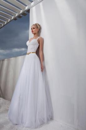 שמלת כלה קלאסית עם מחוך וחגורת מותן