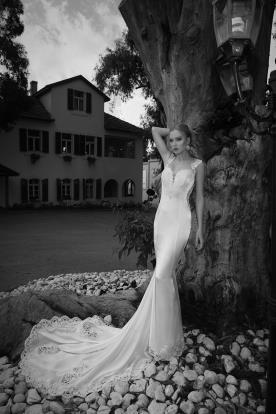 שמלת כלה עם סיומת וכתפיות מתחרה