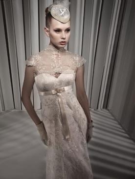 שמלת כלה עם עליונית מתחרה
