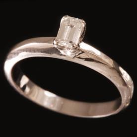 טבעת אירוסין יהלום מלבני