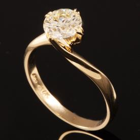 טבעת אירוסין סוליטייר זהב מפותל
