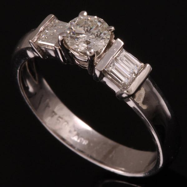 טבעת אירוסין עם ריבועי קריסטל