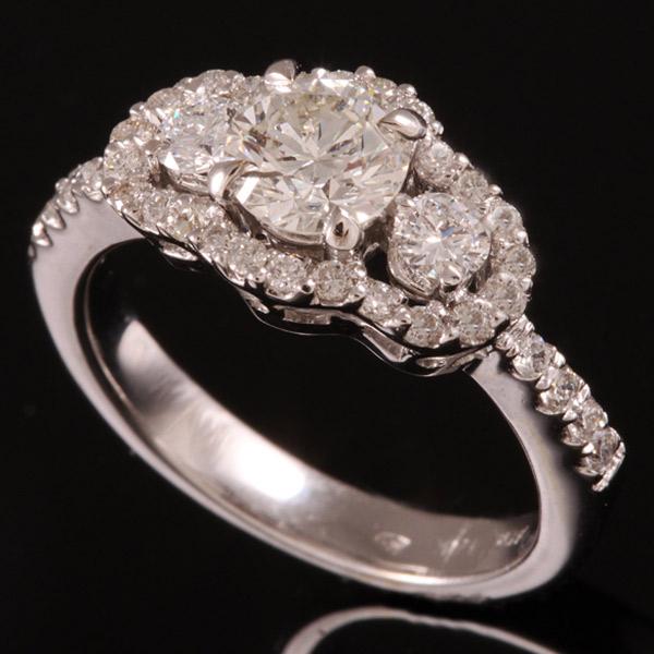 טבעת אירוסין שלישית יהלומים