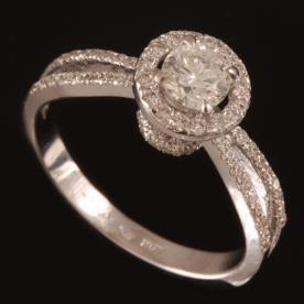 טבעת אירוסין שני טורי יהלומים