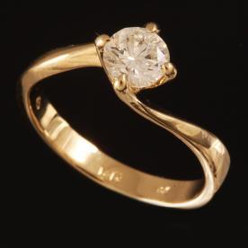 טבעת אירוסין אסימטרית עם שקע