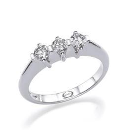 טבעת אירוסין עדינה שלושה יהלומים