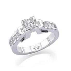 טבעת גיאומטירית משובצת יהלומים