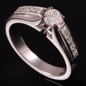 טבעת אירוסין יהלומים מוגבהים