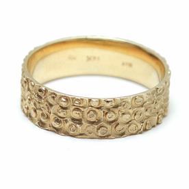 טבעת נישואין ריקועי עיגולים