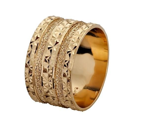 טבעת נישואין מרוקעת גיאומטרית