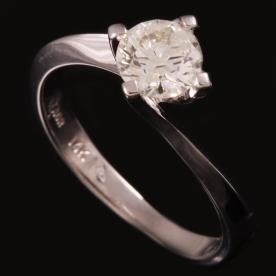 טבעת אירוסין יהלום עגול וזהב לבן