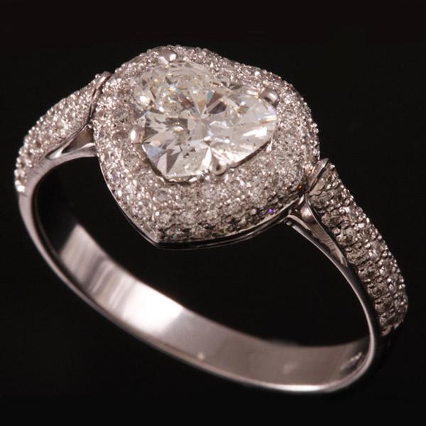 טבעת אירוסין יהלום לב זהב לבן