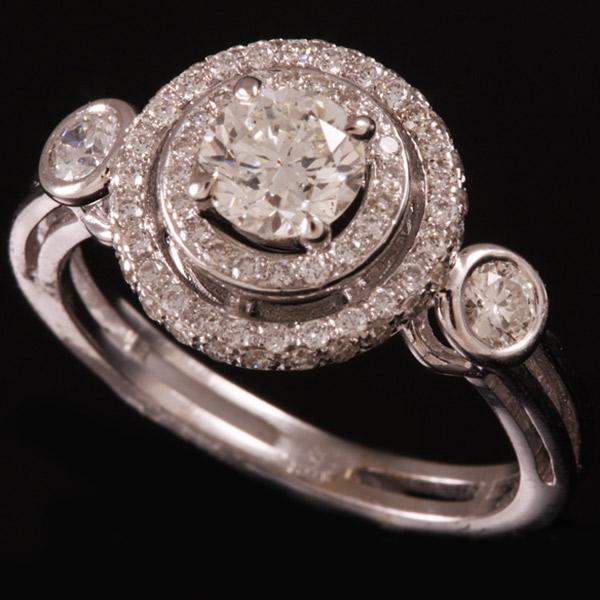 טבעת אירוסין בדוגמת עיגולים