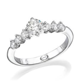 טבעת אירוסין שבעה יהלומים