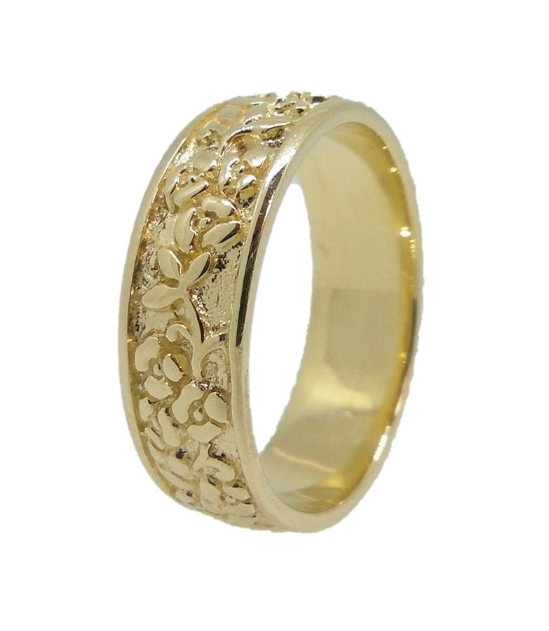 טבעת עדינה בעיצוב רומנטי
