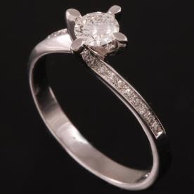 טבעת אירוסין מפותלת זהב לבן