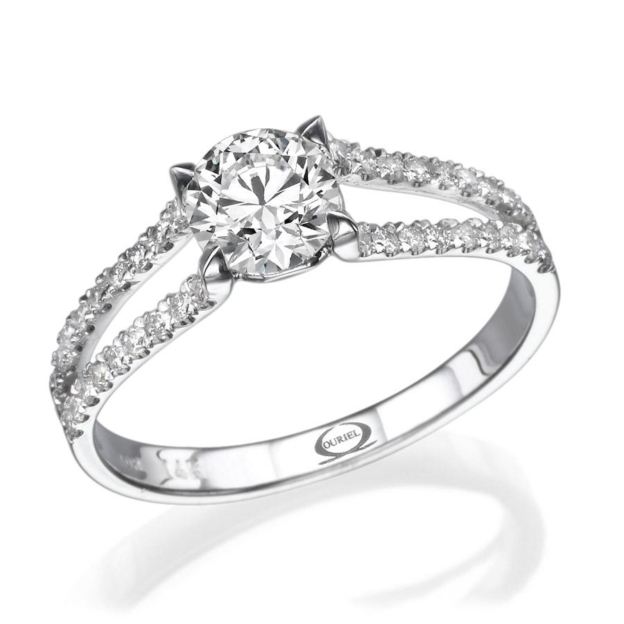 טבעת יהלומים בעיצוב סימטרי