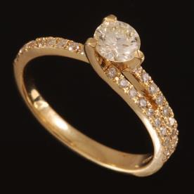 טבעת אירוסין זהב צהוב אסימטרי