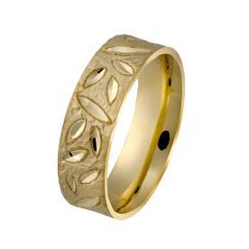 טבעת רחבה עם חריטות עלים