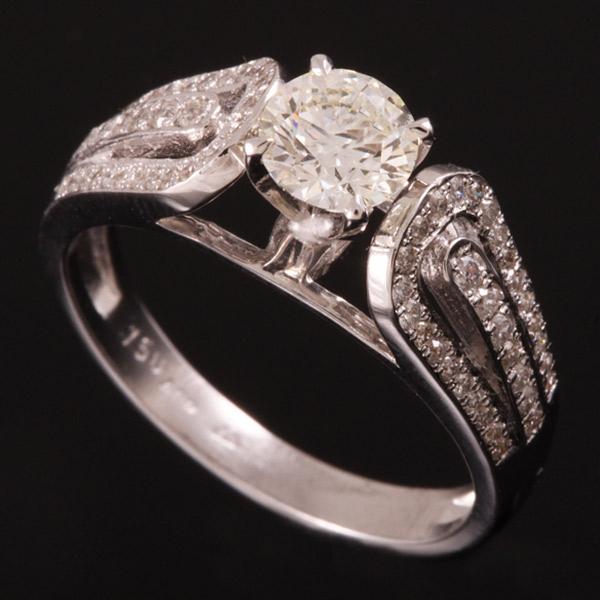 טבעת אירוסין קשת יהלומים