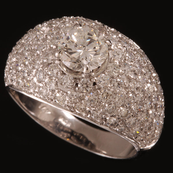 טבעת אירוסין רחבה משובצת
