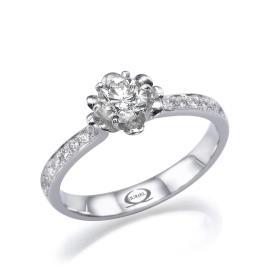 טבעת אירוסין בעיצוב מודרני עדין