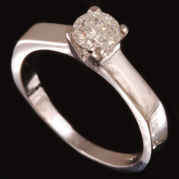 טבעת אירוסין מוצלעת עדינה