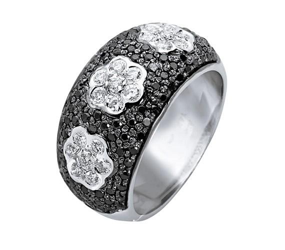 טבעת אירוסין פרחים ויהלום שחור