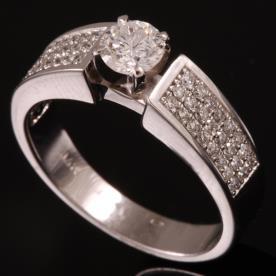 טבעת אירוסין מלבני אטרניטי